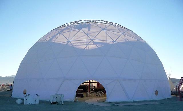 The Dome At 10 O'Clock (0560)