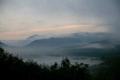 Volcan dans la brume