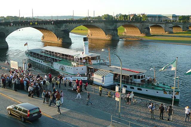 "Seitenraddampfer - ""Dresden"""