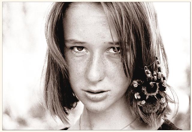 """""""l'effrontée"""" :  13 ans      http://desmotsimages.blogspot.fr/search/label/mygales"""