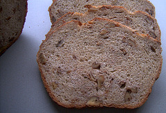 Pan ai Cinque Ceriale con Noci / Five-Grain Bread with Walnuts  uit de Römertopf