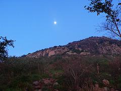Lune au sommet