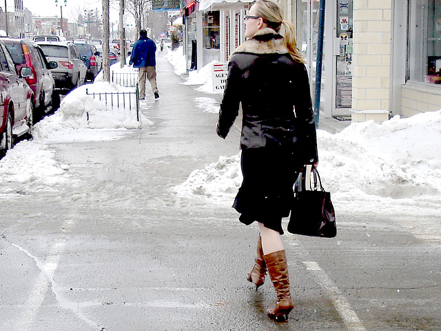 Belle blonde en bottes à talons hauts / Pony tail Booted Blonde with glasses