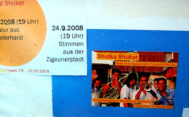 Shutka Shukar -prelega anonco en pluvo