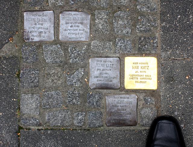 an Bürger aus der Bismarckstraße Nr16 und weitere 14 Einwohner aus Gütersloh /  see lower