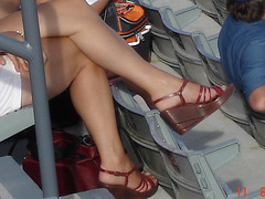 Croisé de jambes et chaussures sexy ! Crossed legs and  sweet feet beautifully clad  !