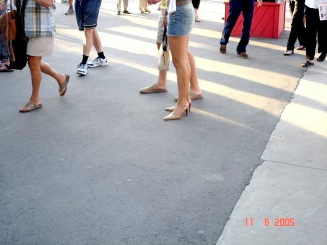 Miniskirt and heels/ Mini-jupe et talons hauts -  Tennis Rogers/  11- 08 -2005 /  Montréal, Qc, CANADA.