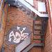 Graffiti et escaliers de secours  /   Dans ma ville - 3 février 2009.
