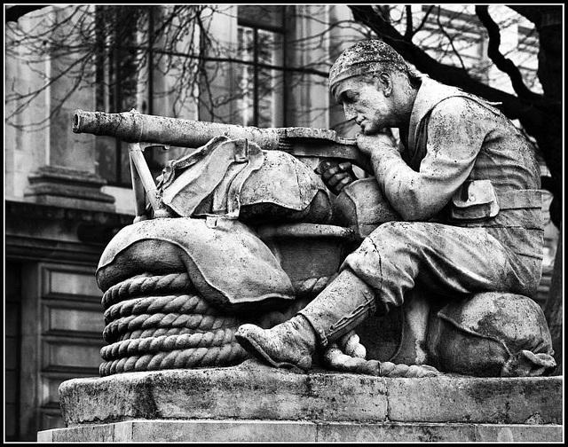 War Memorial Guildhall Square Portsmouth - MachineGunner