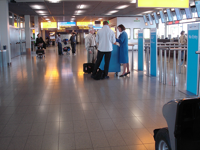 No entry !!  La Dame en bleu de KLM ! Talons Hauts en vedette !!!
