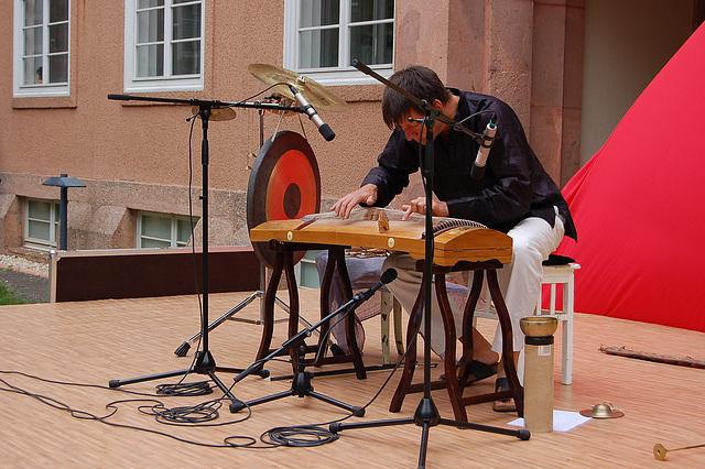 Stefan Eder kun ĉinaj muzikiloj II