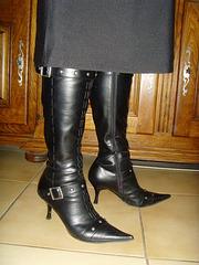 Marie !!!  Bottes à talons hauts et jupe / Leather high-heeled boots - L'originale.