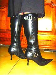M@rie en Bottes à talons hauts et jupe / Dominatix boots and sexy skirt -  Gift from an Ipernity friend - Cadeau d'une amie ipernity. Photofiltrée
