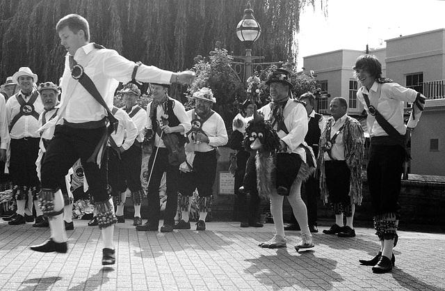 Guildford Morris Dancers 1 IID 5cm Elmar