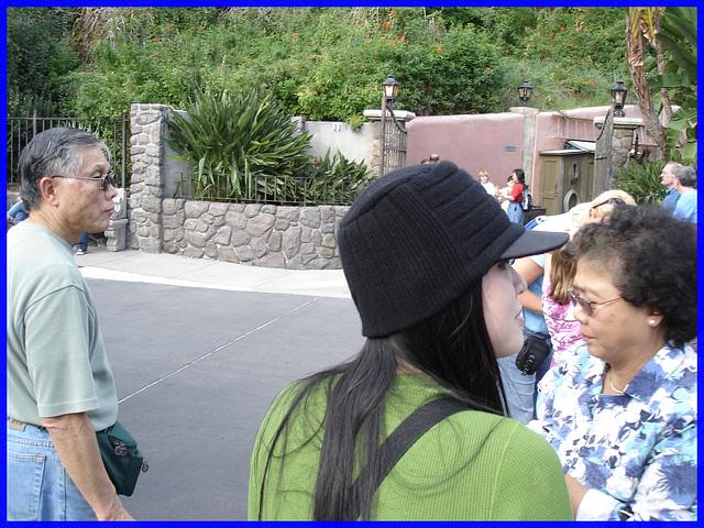 Jeune asiatique à chapeau chaud / Young asian Lady with a warm hat -  Disney Horror pictures show - Orlando, Florida - USA / 30 décembre 2006