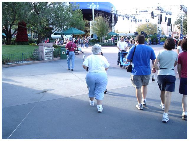 Fesses dodues et matures / Mature chubby bum- Disney Horror pictures show - 30 décembre 2006.