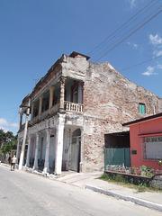 Coup de pédale électrique / Electric old facade.