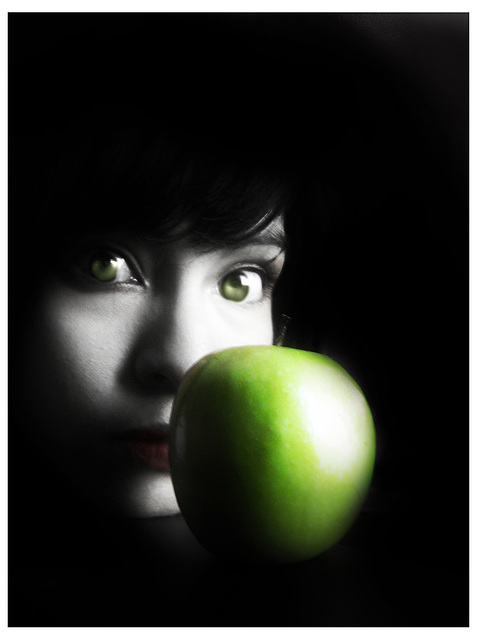 ✖ Apple and the envy doll