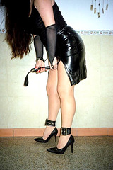 Mistress Roxy feeling very Dominant.... À genoux et on obéit !  On your knees and obey !  With permission.