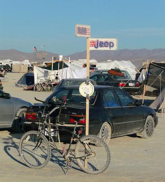 9 O'Clock & Jeep (0561)
