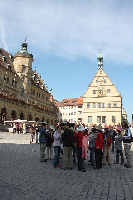 internationale Besucher auf dem Marktplatz