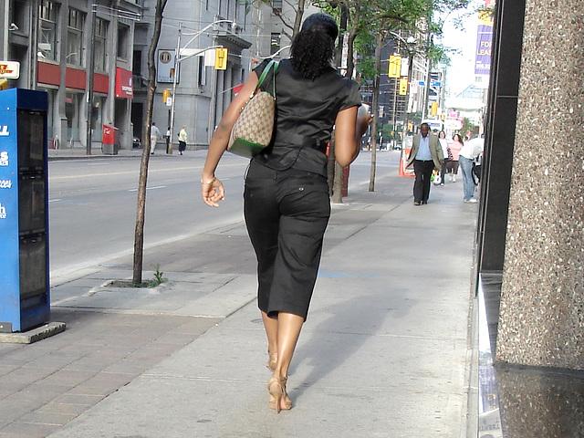 Grande et bien chaussée - Tall Goddess in slingbacks.