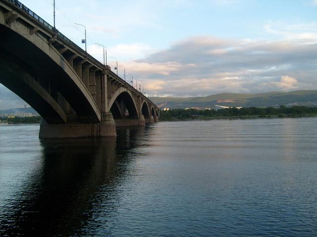 granda pontego super la riverego Jenissej