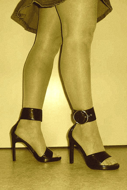 Elsa  -  High-heeled strappy ankles sandals & gorgeous legs - Sepia
