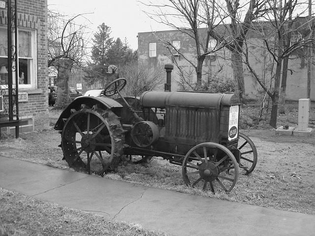 Antiquités / Antiques /  Ormstown, Québec, Canada / 29 mars 2009 - B & W