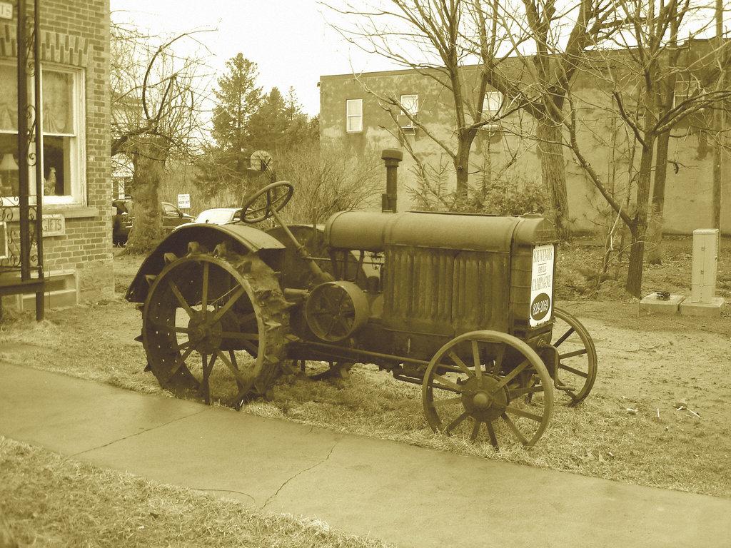 Antiquités / Antiques -  Ormstown  - Québec, Canada.   29 mars 2009-  Sepia