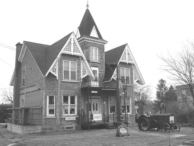 Antiquités / Antiques - Ormstown, Québec, Canada / 29 mars 2009 - B & W