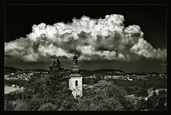Cumulus Monochrome