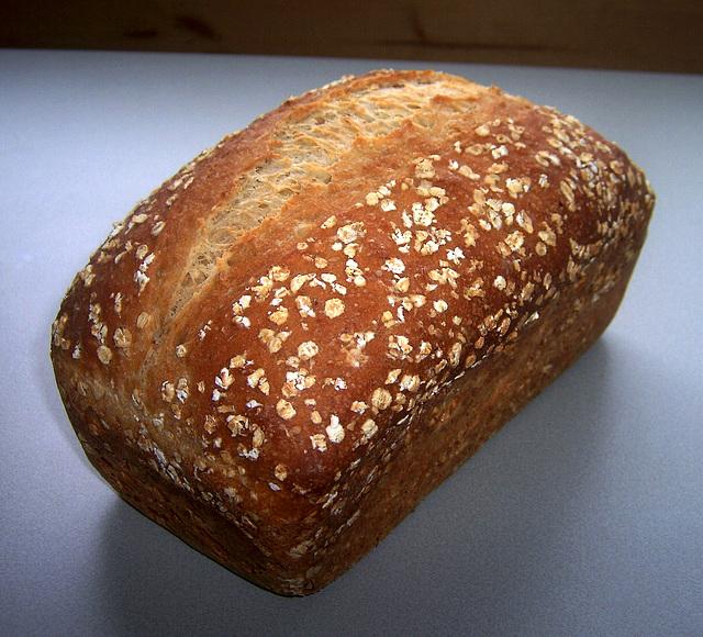 No-Knead Easy Oat Bread