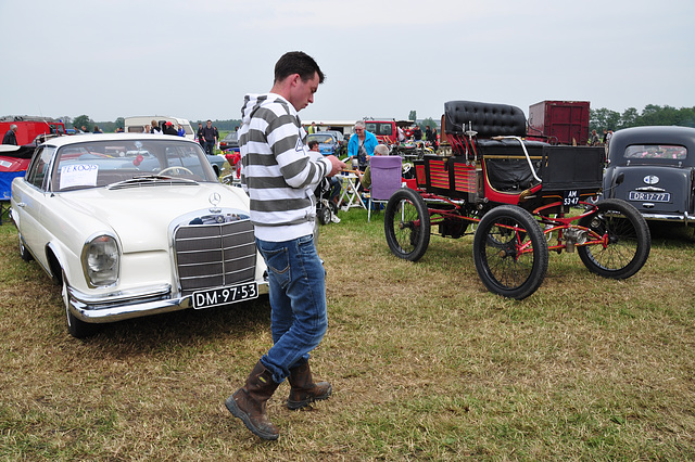 Oldtimershow Hoornsterzwaag – Wearing boots to oldtimer festivals held on grassfields is advisable