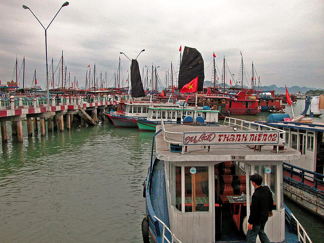 The port in Hạ Long