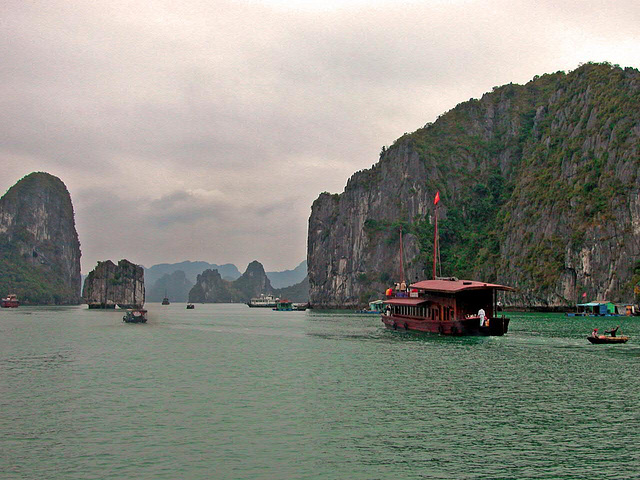 Problems in the Hạ Long Bay