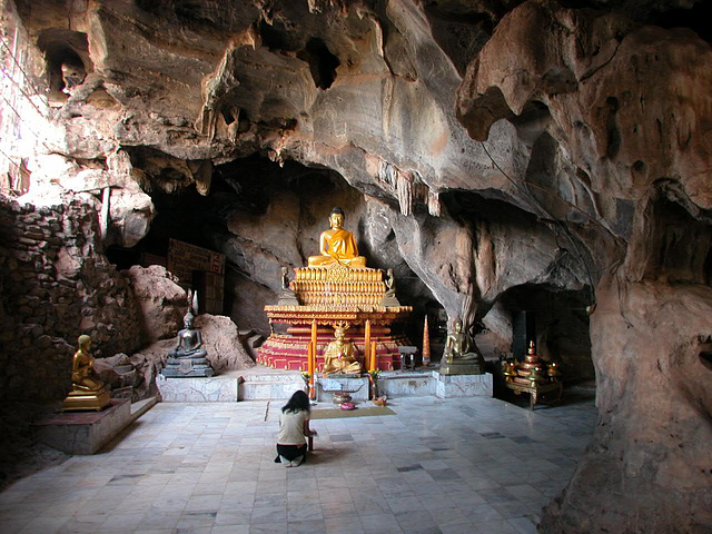Inside the Wat Tham Wang Thong Khunaram