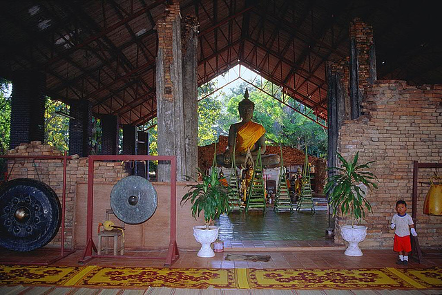 Phra That Bun Paun, Buddha statue under weather protection