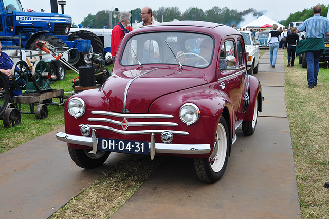 Oldtimershow Hoornsterzwaag – 1955 Renault 4CV
