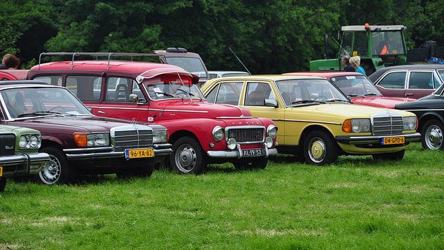 Oldtimershow Hoornsterzwaag – 1977 Mercedes-Benz W116 - 1968 Volvo Duett - 1982 Mercedes-Benz 200 D