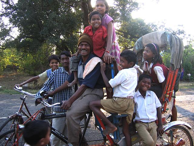 les enfants et le rickshaw-wallah