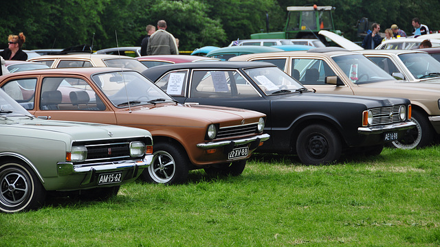 Oldtimershow Hoornsterzwaag – 1967 Opel Commodore GS Coupe - 1975 Opel Kadett - 1972 Ford Taunus 1300 L