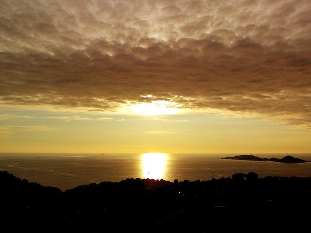 coucher de soleil dans la baie de  Marseille