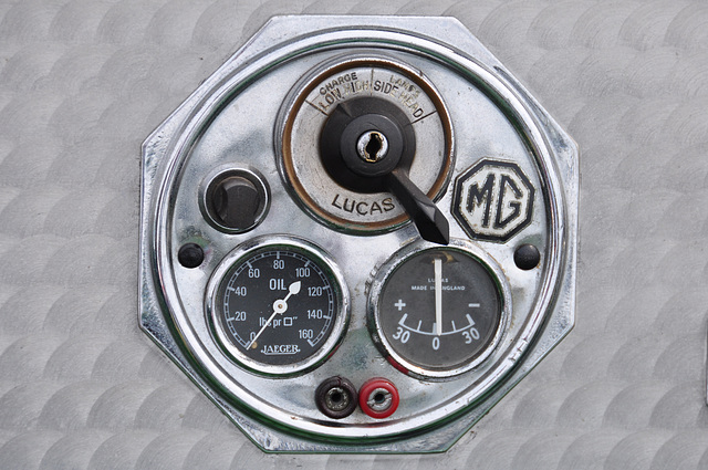 Oldtimershow Hoornsterzwaag – 1932 MG J2 dashboard