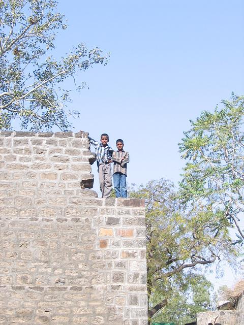 Garçons sur le mur