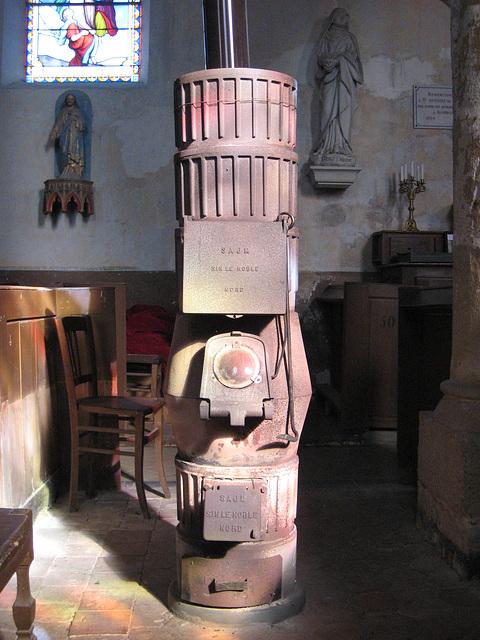 Le poêle à bois de l'église de Bombon