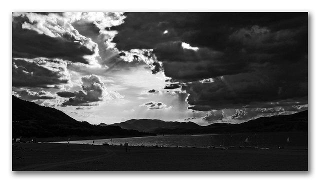 Le lac de Serre Ponçon en version n&b