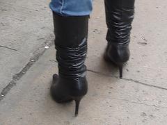 Dominatrix boots on canal street / Bottes de Dominatrice sur Canal street.