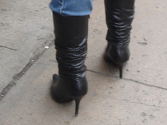 Dominatrix boots on canal street / Bottes de Dominatrice sur Canal street.