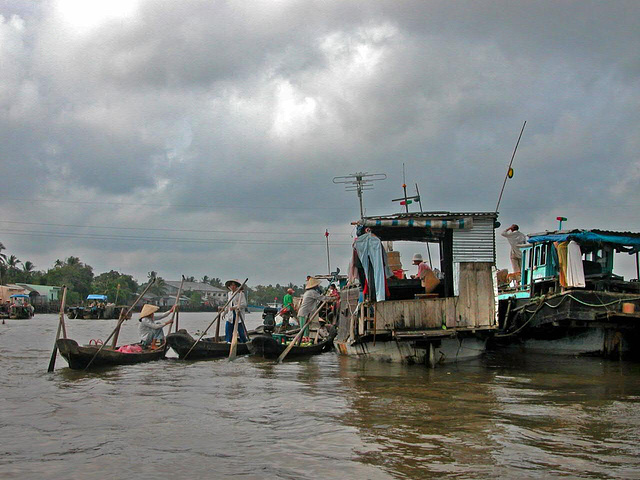 Cái Răng floating market on the Hậu Giang river